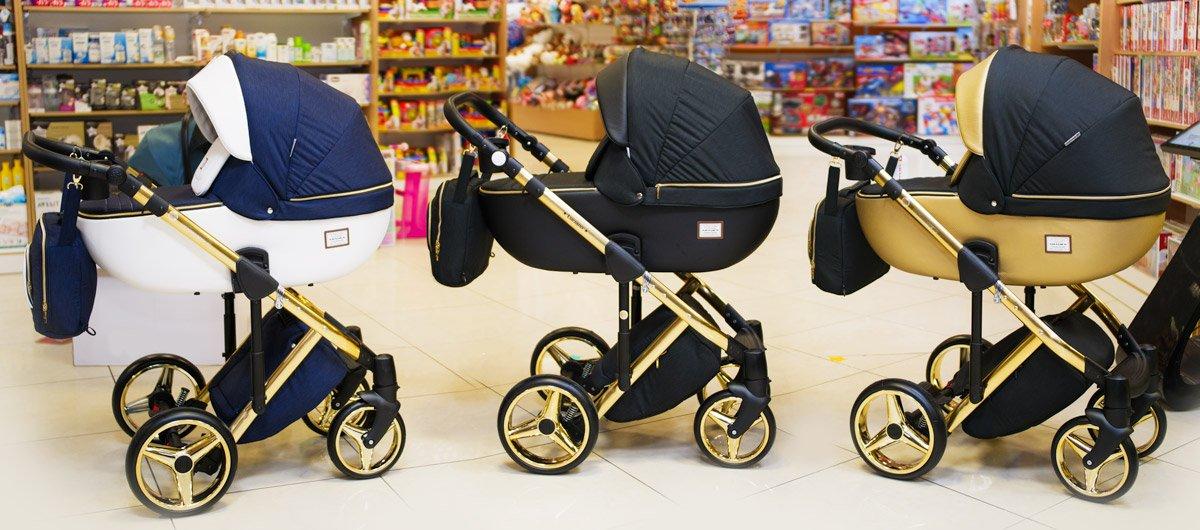 коляска на золотой раме