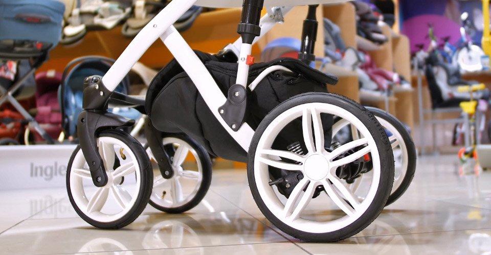 чем смазать детскую коляску