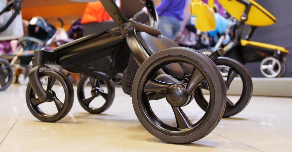 резиновые колеса детской коляски